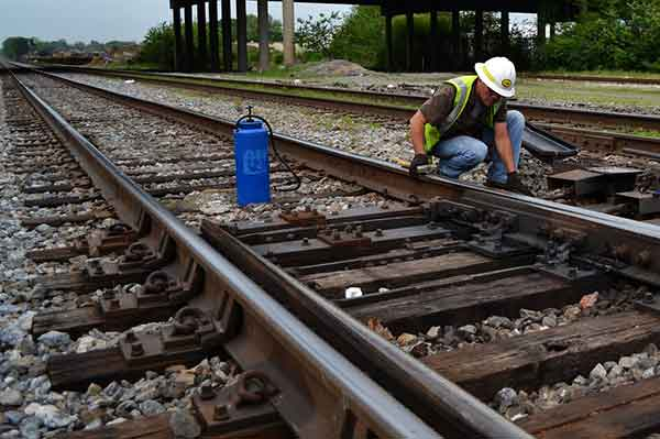 railway switch maintenance methods