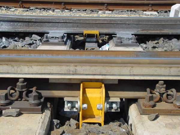 standard distance of steel rail