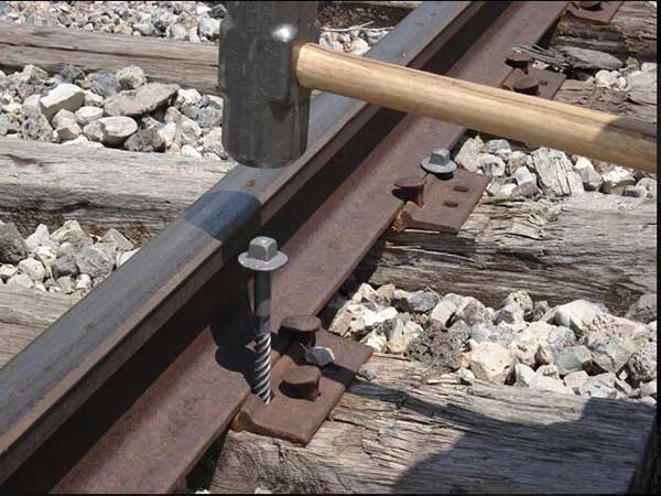 change the corroded railway screw spikes